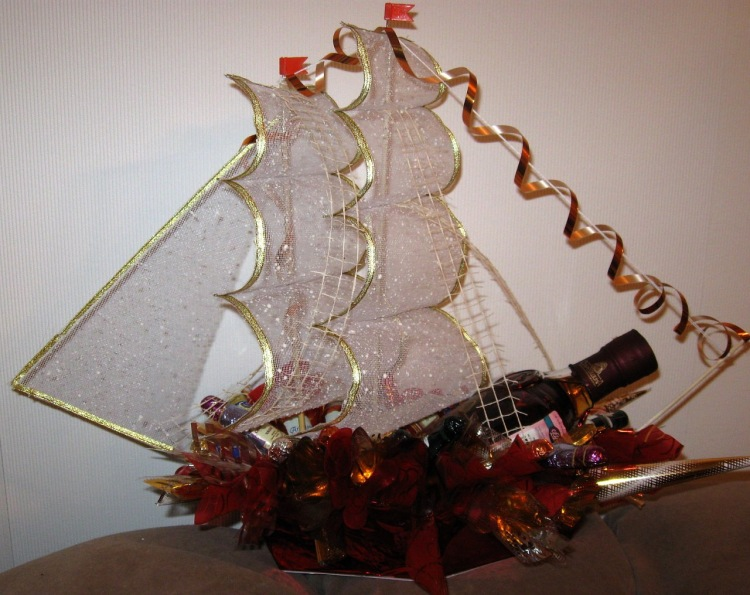 Как самому сделать корабль из конфет