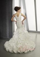 Эх второй раз бы женится)) опять платье подбирать) Тока на муже своем)