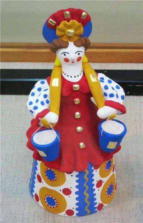 Повторите дома какие бывают народные игрушки (названия - матрешки, свистуль