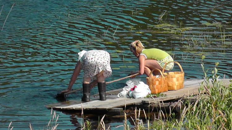 Женщины на речке
